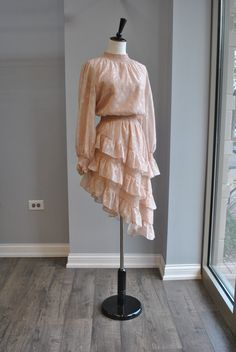 Teen Fashion Outfits, Fashion Wear, Girl Fashion, Fashion Dresses, Womens Fashion, Elegant Outfit, Classy Dress, Vintage Fashion Sketches, Champagne Dress