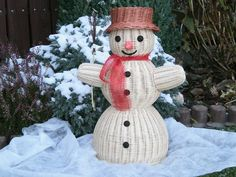 Sněhulák Paper Basket, Basket Weaving, Wicker, Snowman, Diy And Crafts, Sculptures, Projects To Try, Ornaments, Black People