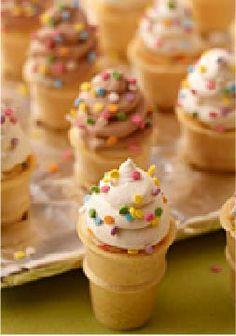 Mini Ice Cream Cone Cupcakes – Every kid will love this dessert recipe for a birthday treat!