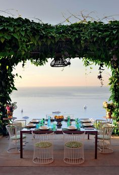A perfect lazy Sunday destination … a beautiful home on the Island of Capri, Italy … what a view! photos by manuel zublena for architectural digest ru an amazing outdoor dining area! have a gorgeous day, xx debra Outdoor Rooms, Outdoor Dining, Outdoor Gardens, Dining Area, Outdoor Seating, Dining Room, Capri Italia, Decoration Design, Oh The Places You'll Go