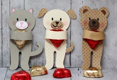 Candy Huggers by Lori Whitlock Diy Valentines Cards, My Funny Valentine, Valentines For Kids, Valentine Day Crafts, Valentine Decorations, Christmas Crafts, Fun Crafts, Diy And Crafts, Crafts For Kids