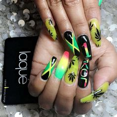"""Find and save images from the """"💎Nails💎"""" collection by Laura. Bling Acrylic Nails, Summer Acrylic Nails, Best Acrylic Nails, Dope Nails, Swag Nails, Jamaica Nails, Weed Nails, Rasta Nails, Hippie Nails"""