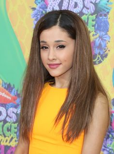 Pin for Later: Miranda Kerr Ditches the Sporty Look For Sleek Waves Ariana Grande at the Kids' Choice Awards Straying away from her typical half updo, Ariana opted for a sleek blowout and a thick cat eye.