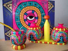 bandejas mates pintados de madera - Buscar con Google Bottle Painting, Dot Painting, Stone Painting, Painted Pots, Hand Painted, Painted Stones, Whimsical Painted Furniture, Diy Tumblr, Art N Craft