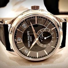 Happy Sunday Patek by @watches.watches.watches Visit us at thebeatandbezel.com for all the latest watch news reviews and offers. #watchaholic #horophile #watchaddict #luxurywatch #wotd #watchcommunity #watchlove #watchcollectinglifestyle #luxurylif