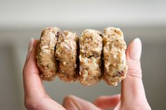 No-Bake Cranberry & Coconut Cookies / The Bare Blends Blog