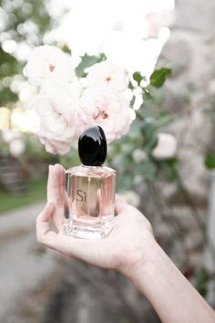 ❤️This Is My Perfume❤️Georgio Armani Si - Notes of Cassis, Vanilla, Patchouli, and Freesia Perfume Armani, Armani Parfum, Hermes Perfume, Perfume Lady Million, Best Perfume, Perfume Oils, Perfume Bottles, Beauty Blogs, Perfume Collection