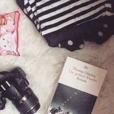 """Clarissa auf Instagram: """"Ich packe meinen Koffer... und lasse möglichst viel Platz für neue Bücher. #thomasglavinic #bücherliebe #igreads #kofferpacken #kurztrip"""""""