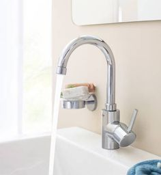 Buy the Grohe Starlight Chrome Direct. Shop for the Grohe Starlight Chrome Concetto GPM New Bathroom Faucet with Swivel Spout and SilkMove Ceramic Disc Cartridge - Free Drain Assembly with purchase and save. Kitchen Taps, Bathroom Sink Faucets, Bathrooms, Loft Bathroom, Basin Mixer Taps, Best Kitchen Designs, Polished Chrome, Taps, Deco