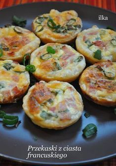 In my coffee kitchen: Przekąski z ciasta francuskiego B Food, Good Food, Healthy Breakfast Recipes For Weight Loss, Sprout Recipes, Snacks Für Party, Easy Chicken Recipes, Food Photo, Finger Foods, Indian Food Recipes