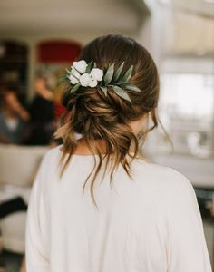 Braided Hairstyles Beautiful natural hue wedding hairstyle with green leaves rustic wedding ideas updo wedding hairstyles.Braided Hairstyles Beautiful natural hue wedding hairstyle with green leaves rustic wedding ideas updo wedding hairstyles Bridal Braids, Wedding Braids, Short Wedding Hair, Wedding Hair And Makeup, Bridal Hair, Loose Hairstyles, Bride Hairstyles, Hairstyle Ideas, Brunette Wedding Hairstyles
