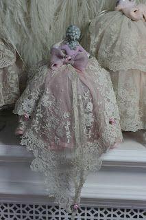 Rosemary Cathcart Antique Lace and Vintage Fashion: Porcelain & Lace Pincushion Ladies Antique Lace, Antique Dolls, Vintage Dolls, Vintage Lace, Victorian Dolls, Vintage Embroidery, Vintage Pink, Porcelain Dolls Value, Deco Originale