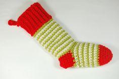 Calcetín para decorar el hogar en navidad y meter pequeños regalitos o para llenarlo de dulces. Realizado en crochet con lana en 3 colores. Tiene su presilla para colgarlo de donde desees. Tiene su presilla para colgarlo de donde desees.  18 €