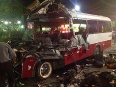Monologo Interativo: No AM, acidente entre micro-ônibus e caminhão mata...