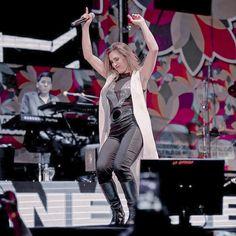 Amy Adams, Twitter, Shit Happens, Concert, Loneliness, Legs, Art, Concerts