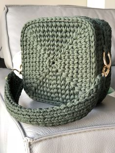 Best 12 Today i m showing you how to crochet for absolute beginners a detailed step by step tutorial on how to crochet – Page 353321533265649068 – SkillOfKing. Crochet Clutch Bags, Crotchet Bags, Crochet Backpack, Bag Crochet, Crochet Needles, Crochet Handbags, Crochet Purses, Knitted Bags, Crochet Lace