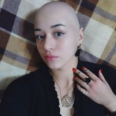 Хэштег #baldgirl в Instagram • Фото и видео Shave Eyebrows, Bald Head Women, Skinhead Reggae, Reggae Style, Bald Girl, Bald Heads, Hair Tattoos, Hair Dye Colors, Cool Haircuts