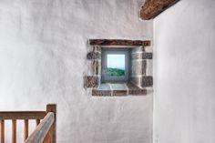 Fenêtre de ferme au Pays Basque. Photo de Tala Aguirre