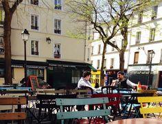(Re-)Visitez Paris! Appartonaute a repéré pour vous un «p'ti coind'Paris» pour inaugurer la saison des terrasses…   La place Saint Marthe, îlot de quiétude avec ses arbres, a été sauvée de la démolition des cités de Belleville il y a une vingtaine d'années.  En haut de la rue Saint http://www.appartonaute.com/retrouver-lambiance-village-de-belleville/ - #Chasseur_D'Appartement, #Paris, #Immobilier, #Terrasse