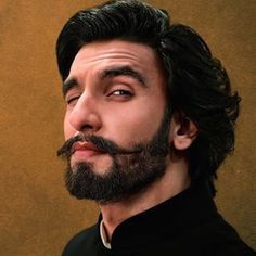 ranveer singh looks hot with beard Ranveer Singh Beard, Ranveer Singh Hairstyle, Hair And Beard Styles, Long Hair Styles, Deeps, No Shave November, Beard Boy, Bollywood Actors, Bollywood Style