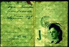 Joden moesten in de 2e wereldoorlog altijd herkenbaar zijn. Zo stond ook op hun paspoort een J die stond voor Jood.
