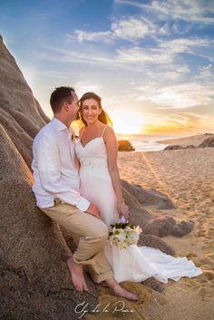 #BouquetMonday A white casablanca lily bouquet & a sunset! Stunning! #CaboFlowersandCakes