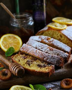 This lemon and lavender loaf cake is a beautiful summer day at each bite. There's a beautiful burst of lemon and lavender and it makes you wanting for more! Lemon Dessert Recipes, Pound Cake Recipes, Easy Cake Recipes, Baking Recipes, Pound Cakes, Lavender Cake, Lavender Recipes, Culinary Lavender, Cake Recipes From Scratch