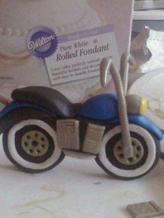 Fondant motorcycle Fondant Figures Tutorial, Fondant Toppers, Cake Tutorial, Fondant Cakes, Cupcake Cakes, Cupcakes, Motorbike Cake, Bike Cakes, Rolling Fondant