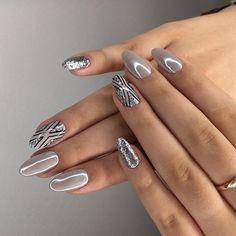 Trendy silver manicure: ideas for brilliant nail art - Nails Art - Design Pretty Nail Designs, Pretty Nail Art, Gel Nail Designs, Beautiful Nail Art, Gorgeous Nails, Nagel Tattoo, Crome Nails, Nagellack Design, Nailed It