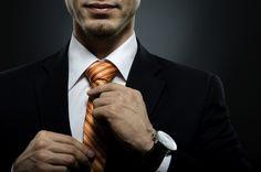 Что подарить на день рождения? Совет #2  Подарки для работы – это лучший вариант, если именинник бизнесмен или трудится в офисе. Подарить можно стильную ручку, дорогой блокнот или записную книжку, визитницу или портфель из кожи, сумку для ноутбука, органайзер. Один из лучших подарков – наручные часы. Все, без чего современный деловой человек не может обойтись, будет кстати. Внимательно отнеситесь к выбору предметов интерьера в кабинет. В этом случае нужно хорошо знать стиль оформления…
