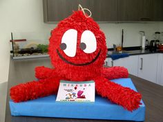Pocoyo piñata - Fred One Year Old, 1st Birthdays, Projects To Try, Snoopy, Birthday Parties, Symbols, Party, Mayo, Ideas