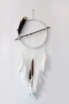 DIY Dream Catchers! Different, I like it!!!! En ajoutant un tissage dedans ça peut être sympa: