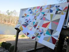 Sparklers Quilt, via Flickr. Love the quilting!