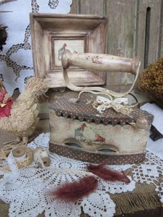 My old iron & I'll put my old wash board behind it, dollies decoupage. Decoupage Vintage, Vintage Crafts, Shabby Vintage, Antique Iron, Vintage Iron, Decoupage Furniture, Painted Furniture, Shabby Chic Style, Shabby Chic Decor