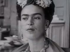 """blomning: """"Creo que poco a poco voy a ser capaz de resolver mis problemas y sobrevivir."""" - Frida Kahlo"""