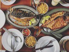 Sabores do amazonas estamos comendo muito bem por Manaus. Na foto os famosos peixes tambaqui e matrinxã servidos com diversos acompanhamos. Tudo delícia. #tamaqui #matrinxa #manaus #amazonas #amazonia #peixe #gourmetadoisporai #viagem #trip #travel #foodporn #fish #brasil #gourmet
