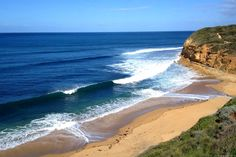 16 Highlights of the Great Ocean Road Drive in Australia Australia Beach, Visit Australia, Victoria Australia, Australia Travel, Tasmania, Travel Oz, Cheap Beach Vacations, Learn To Surf, Beach Holiday