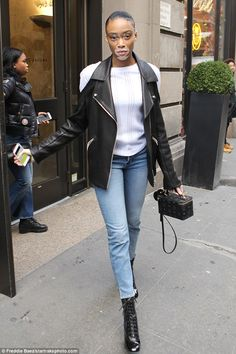 Giving New York the cold shoulder! Winnie Harlow proved just why she's caused a storm in the modelling world as she stepped out in NYC on Monday Chantelle Brown Young, Winnie Harlow, America's Next Top Model, Canadian Models, Tyra Banks, Mixed Girls, Celebs, Celebrities, Vip