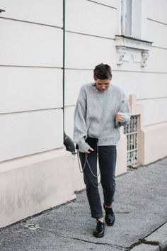 tifmys – Sweater: H&M   Jeans: Closed Pedal Pusher   Shoes: Dr. Martens   Bag: Gucci Dionysus