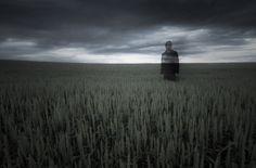 A man vanishing into thin air. - Photo:Creative RF / erlandg / Getty Images