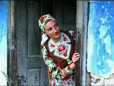 Kalotaszegi viselet  Viselet: Mezei Anna - Instagram: _annamezei_