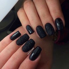 Black manicure perfect for . - beauty - Black manicure perfect for … - Black Nails With Glitter, Black Manicure, Black Nail Art, Black Nails Short, Matte Black Nails, Gel Manicure, New Year's Nails, Fun Nails, Pretty Nails