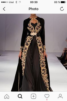 See all the Collection photos from Romeo Spring/Summer 2018 Ready-To-Wear now on British Vogue Abaya Fashion, Fashion Dresses, Muslim Fashion, Abaya Mode, Style Marocain, Moroccan Caftan, Classy Dress, Traditional Dresses, Asian Fashion
