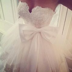 Sweetheart and Bow Wedding Dress, love the top but i'm not a huge fan of the bow...
