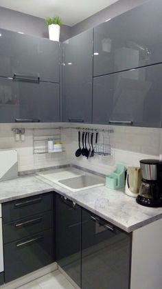 Kitchen Furniture, Kitchen Interior, Kitchen Decor, Furniture Design, Tin House, Kitchen Pantry Cabinets, Kitchen Models, Small Space Living, Kitchen Organization