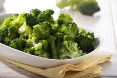 This page contains broccoli pasta recipes. Nutritious broccoli is great with all kinds of pasta. Alfredo or tomato sauces make delicious pasta and broccoli recipes. Steamed Broccoli Recipes, Best Broccoli Recipe, Garlic Broccoli, Broccoli Soup, Raw Broccoli, Broccoli Florets, Frozen Broccoli, Broccoli Stems, Broccoli Sprouts