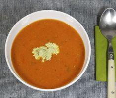Paprika-Tomaten-Suppe mit Cashew-Basilikum-Creme