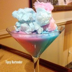 Cotton candy martini Pink layer: Tequila rose Cotton candy vodka Blend with ice Blue layer: Coconut milk Malibu rum Blue curaçao Blend with ice Cocktails Vodka, Non Alcoholic Drinks, Martinis, Candy Drinks, Fun Drinks, Cocktail Pink, Cotton Candy Martini, Tequila Rose, Tequila Tequila