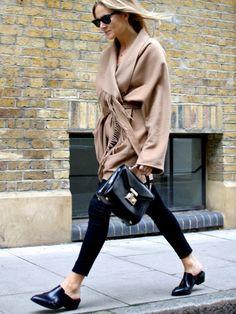 Wrap-around camel fringe coat + structured handbag + black skinny pants +  slip-on flat mules
