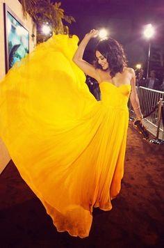 Vanessa Hudgen's Bright Yellow Strapless Dress Take On Prom